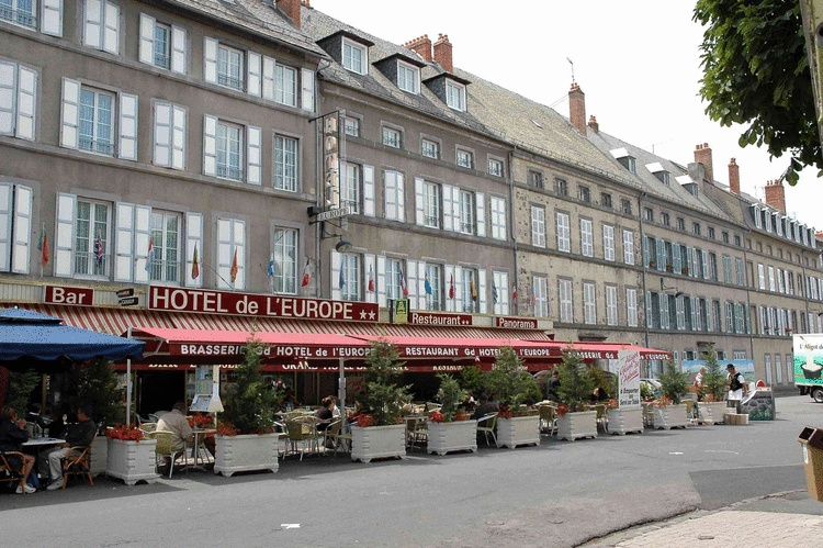 H tel de l 39 europe saint flour unterkunft in frankreich for Contact hotel